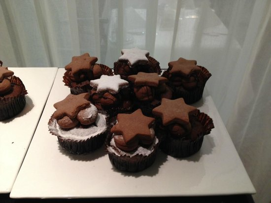 Sofitel Hamburg Alter Wall: Hmmm chocolate muffins :)