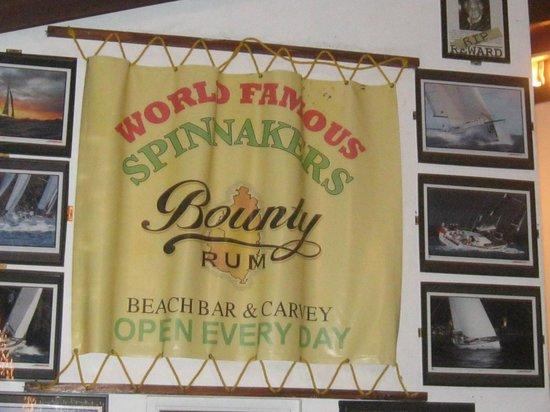 Spinnakers Beach Bar & Grill : Nice Atmosphere