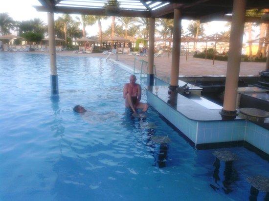 Mövenpick Resort Hurghada: Аква-бар