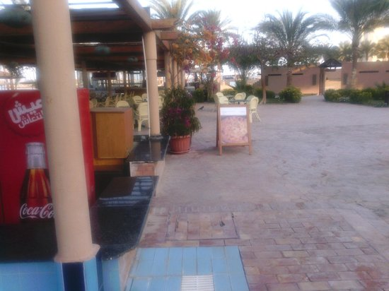 Mövenpick Resort Hurghada: Справа от бара