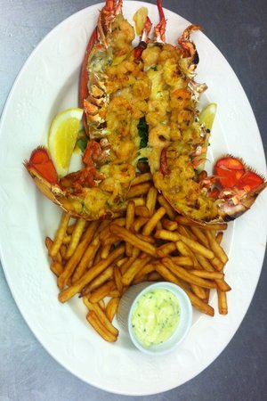 The Black Bull: Lobster & Prawn Thermidor with fries & Aioli