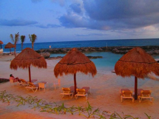 Hard Rock Hotel Riviera Maya: View from dinner over the lagoon