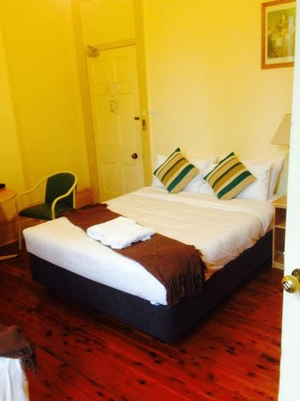 Randwick Lodge: bed in room, with a 2nd single bed out of view