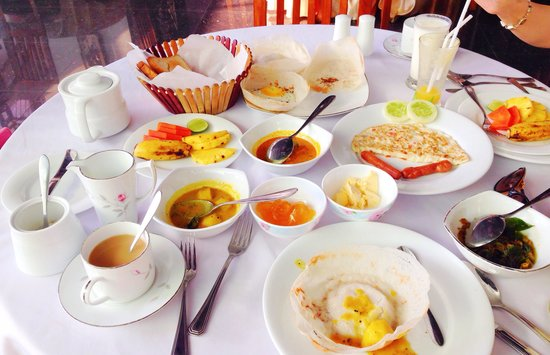 Grand Crown Hotel : Breakfast