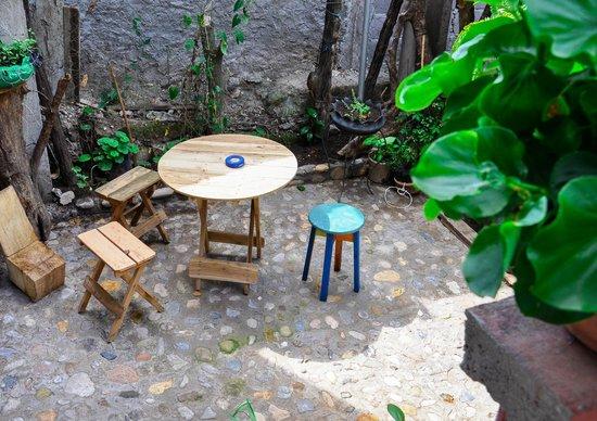B&B Casa del Abuelo: Area descanso parte atras del hostel