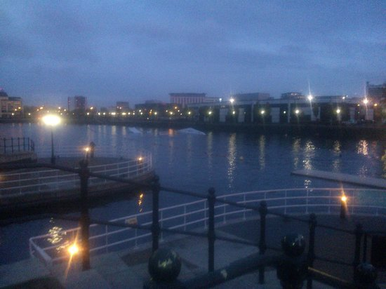 Premier Inn Manchester Salford Quays Hotel : Who wouldnt want to see this from their bedroom window?