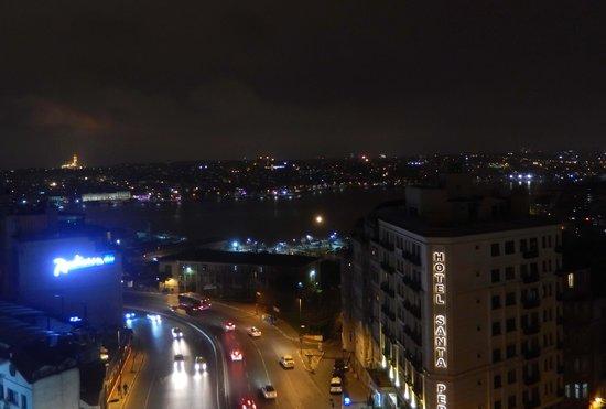 Pera Palace Hotel, Jumeirah: Вид из окна