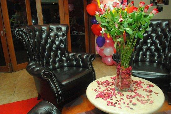 Maio Restaurant: executive chair for valentine's photo session