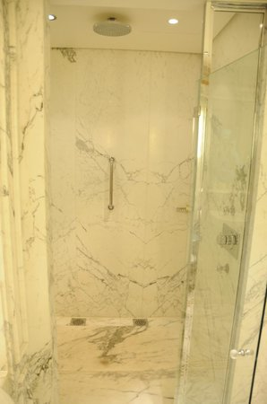 Le Meurice : Enormous Shower room in the Junior Suite