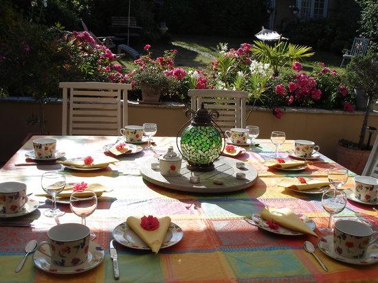 Jane'Laur: petits déjeuners sur la terrasse
