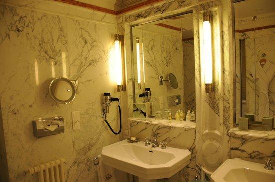 Le Meurice : Bathroom of a Junior Suite