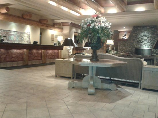 Banff Caribou Lodge & Spa: Hotelrezeption
