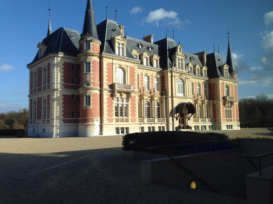 Les Fontaines : Chateau is only used for meals