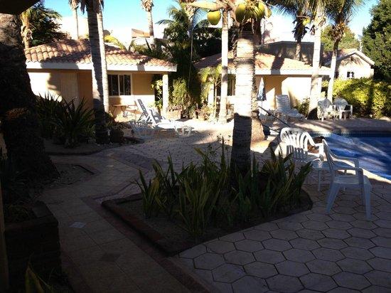 Coco Cabanas Loreto: cabanas near pool