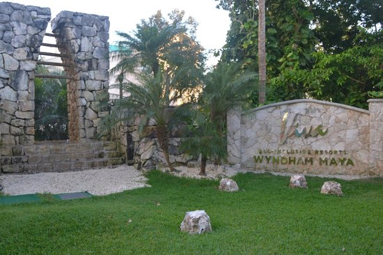 Viva Wyndham Maya: Entrance