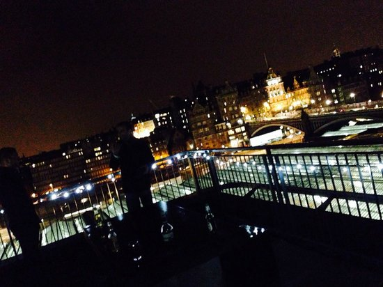 Princes Street Suites: Roof at night