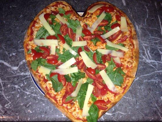 Napoli Ristorante Pizzeria: Pizza we Alfo simplemente única con una perfecta fusión de sabores
