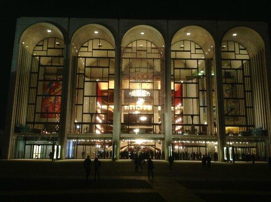 The Metropolitan Opera : Фасад