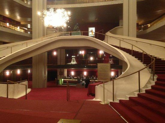 The Metropolitan Opera : Лестница