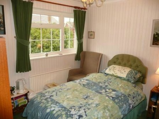 The Wirrals: Single Bedroom