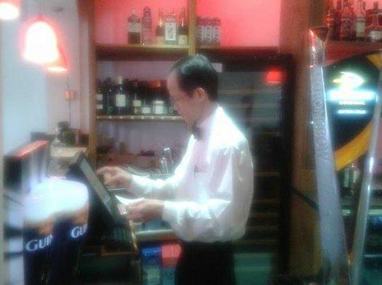 China Lodge: Cheng the barman come waiter