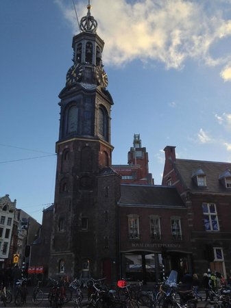 De L'Europe Amsterdam : This clock tower, built in 1620, softly chimes just across the river...