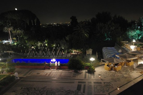 Rome Cavalieri, Waldorf Astoria Hotels & Resorts: Night Time View