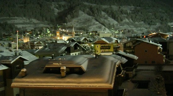 Hotel Larice Bianco : Winter Night view from my balcony.