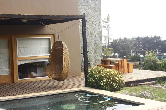 Natural Surf Lodge: Warm pool, with view to the beach and surroundings