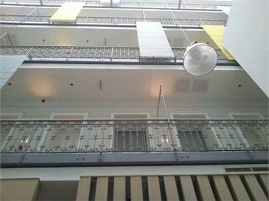 Atrium Fashion Hotel : Facciata interna