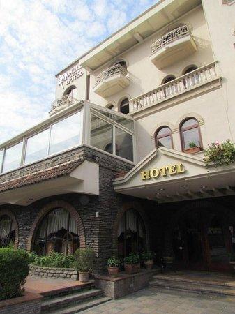 Hotel Mondial Entrance