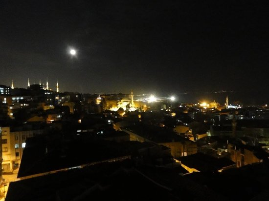 Grand Yavuz Hotel : Vue de nuit depuis la terrasse