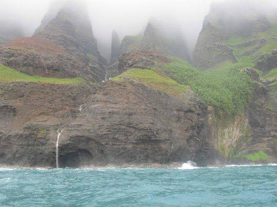 Holo Holo Charters : Na Pali Coastline