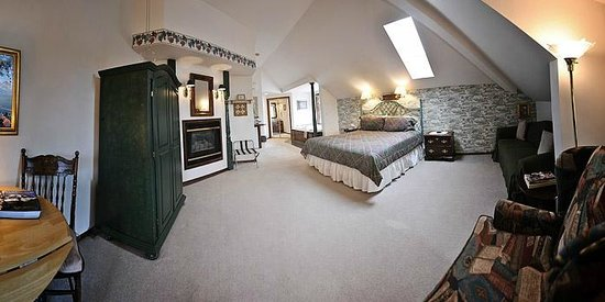 Birchfield Manor Country Inn: Cottage house - Vineyard room