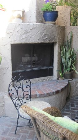 Villa Royale Inn: A warm fire in here makes this a nice evening conversation spot