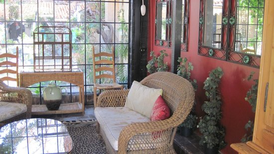 Villa Royale Inn: This comfortable patio is a frequent gather spot for guests of the inn.
