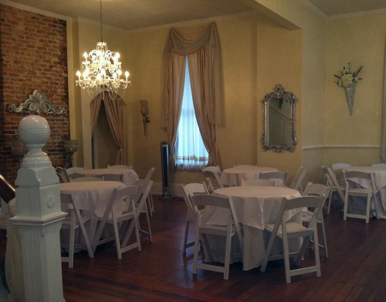 Stanley House Inn: Dressed for a wedding!