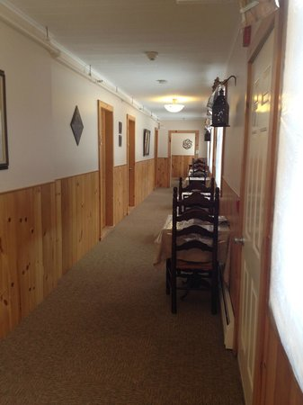 Wiley Inn: Hallway to rooms