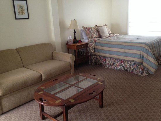 Wiley Inn: Room 1 - queen suite with sleeper sofa