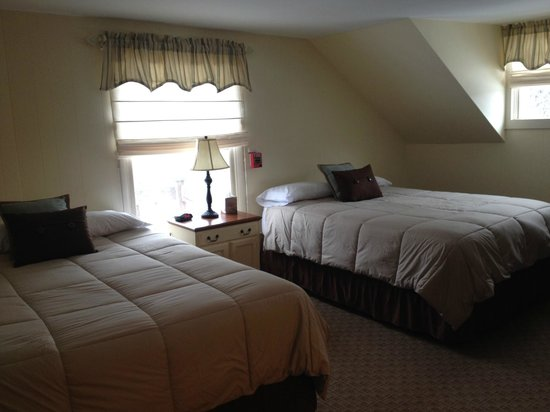 Wiley Inn: Room 6 - Our largest room - double queen beds