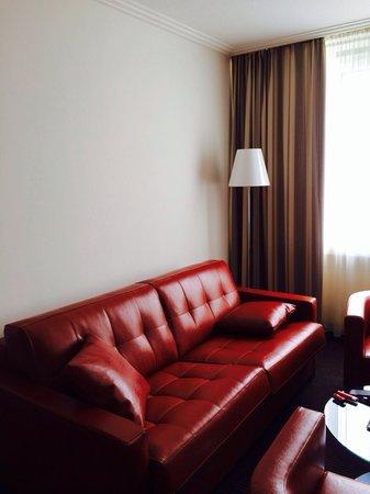 Hotel Bredeney : Wohnbereich der Juniosuite (=2Standardzimmer mit Verbindungstuer)