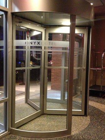 Kimpton Onyx Hotel: Main entrance