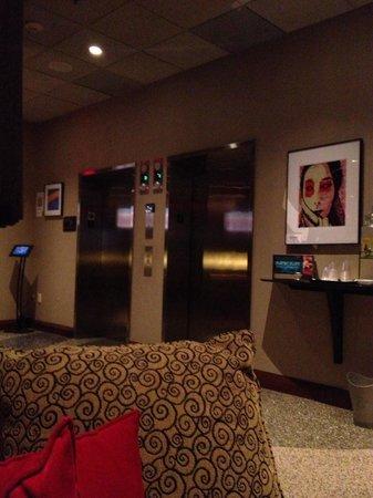 Kimpton Onyx Hotel: Elevators