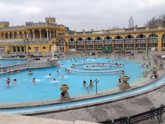 Széchenyi Baths and Pool: Terme esterne