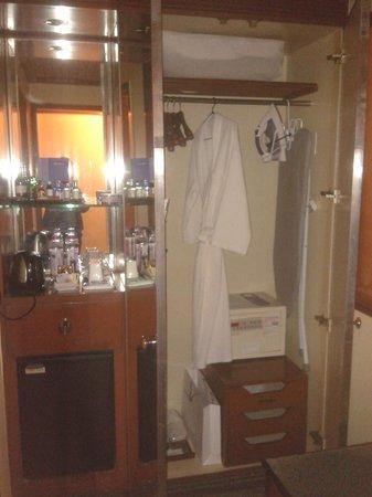 Eros Hotel: Гардероб