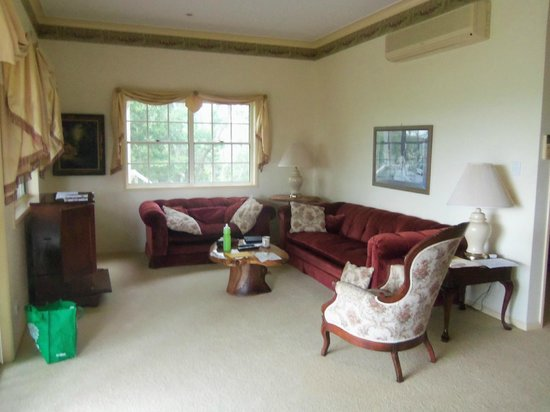 Cooroy Country Cottages: The indoor sitting room