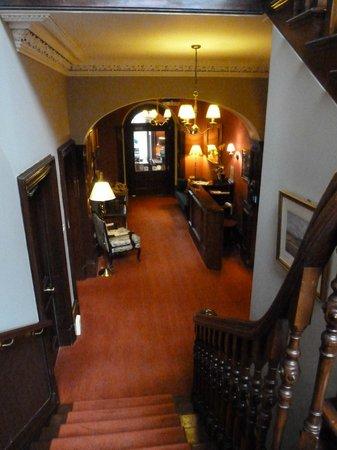 Knockendarroch Hotel & Restaurant: Reception from the stairs