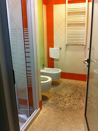 bagno sporco - Picture of Hotel Soggiorno Athena, Pisa ...