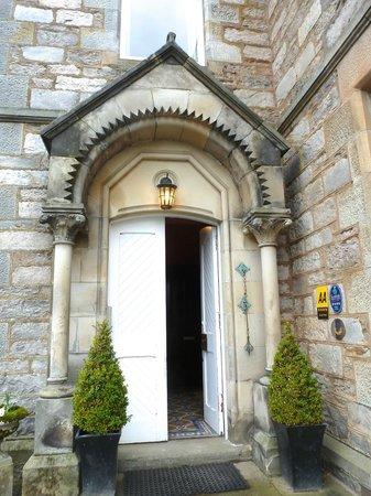 Knockendarroch Hotel & Restaurant: Front entrance to hotel