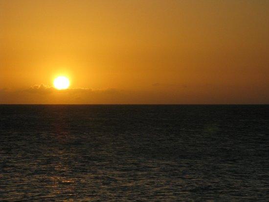 Infinity Bay Spa and Beach Resort : Sunset